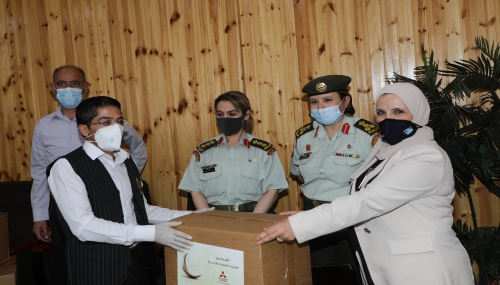 نادي سيدات سلاح الجو الملكي يتبرع بطرود خيرية  في مديرية الخدمات الطبية الملكية
