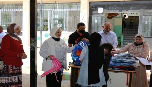 حملة توزيع الحقائب المدرسية