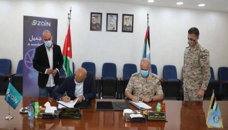 توقيع إتفاقية بين شركة  زين وقيادة سلاح الجو الملكي