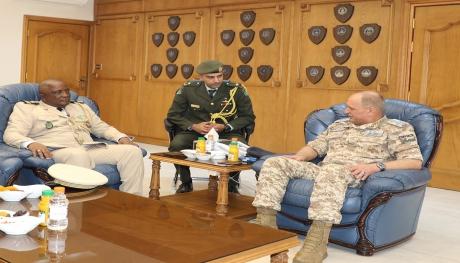 رئيس الأركان العامة للجيش الوطني في جمهورية القمر المتحدة يزور قيادة سلاح الجو الملكي