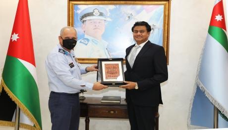 السفير الهندي يزور قيادة سلاح الجو الملكي