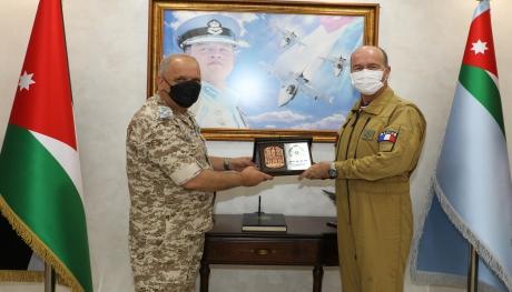 قائد الدفاع الجوي والعمليات الجوية الفرنسية يزور قيادة سلاح الجو الملكي