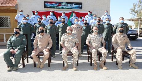 قائد سلاح الجو الملكي يخرج دورة مدربين الطيران 40 في كلية الملك حسين الجوية