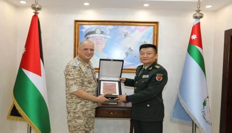 الملحق العسكري الصيني يزور قيادة سلاح الجو الملكي