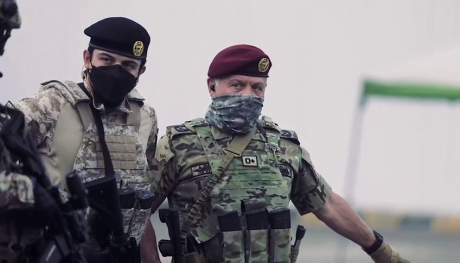 جلالة القائد الاعلى وسمو ولي العهد خلال تمرين مع نشامى القوات الخاصة