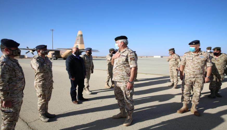 رئيس هيئة الأركان المشتركة يزور قيادة مجموعة الملك فيصل بن عبد العزيز الجوية/ الجفر