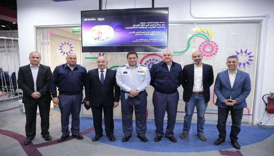 عطوفة  قائد سلاح الجو الملكي  يحاور الشباب في منصة زين للإبداع