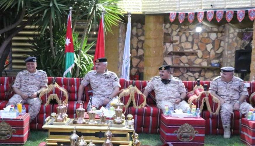 رئيس هيئة الاركان المشـــتركة يشارك سلاح الجو الملكي مأدبة الإفطار