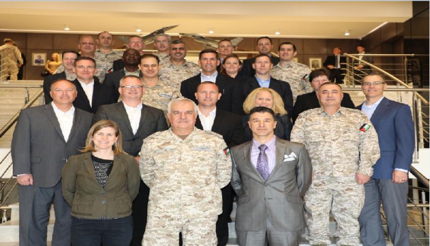 وفد من كلية الحرب الجوية الامريكية يزور قيادة سلاح الجو الملكي