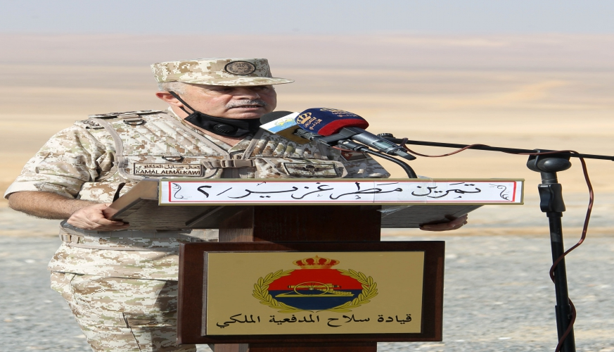 رئيس هيئة الأركان المشتركة يتابع تمريناً تعبوياً لسلاح المدفعية الملكي