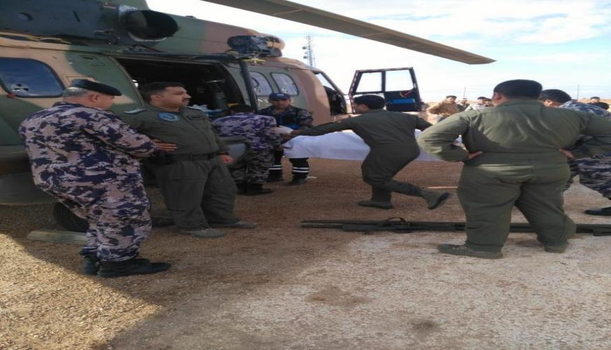 بتوجيهات من جلالة القائد الأعلى طائرة إخلاء طبي تخلي اربعة جنود عراقيين تعرضوا لانفجار داخل الحدود العراقية
