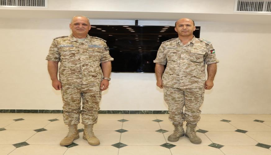 قائد سلاح الجو الملكي يقلد الضباط الرتب الجديدة