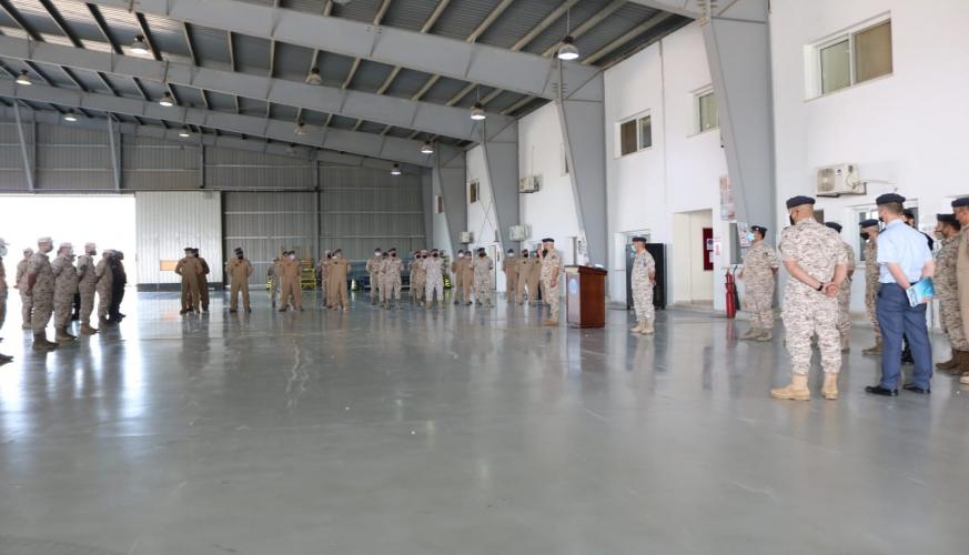 قائد سلاح الجو الملكي يشارك مرتبات جناح الأمير الحسين بن عبدالله الثاني للإستطلاع الجوي فرحة عيد الفطر