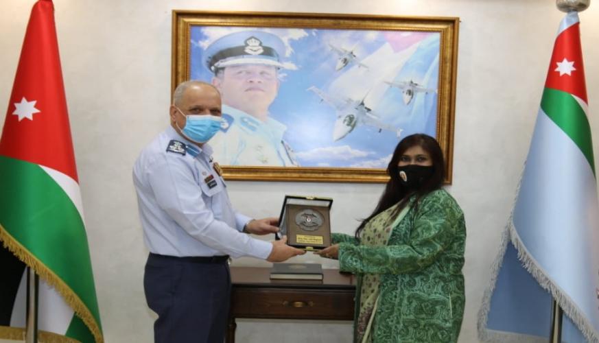 سفيرة جمهورية بنغلادش تزور قيادة سلاح الجو الملكي