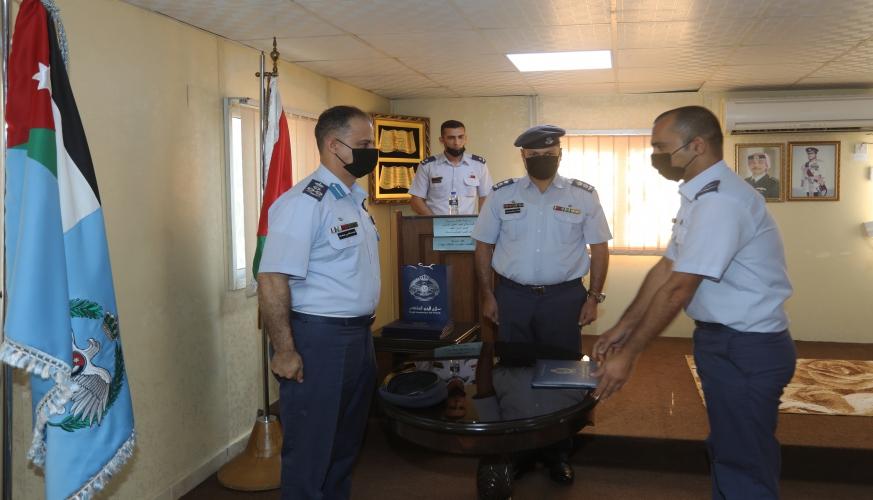قائد سلاح الجو الملكي يرعى تخريج دورة تكتيكات الطائرات المقاتلة  رقم 17 في مدرسة السيطرة الجوية