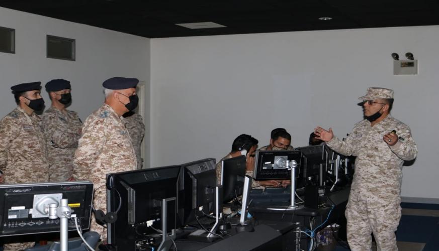 قائد سلاح الجو الملكي يزور مركز القيادة والسيطرة الثاني