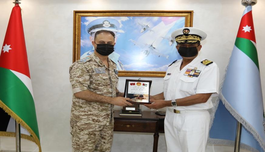 الملحق العسكري التونسي يزور قيادة سلاح الجو الملكي