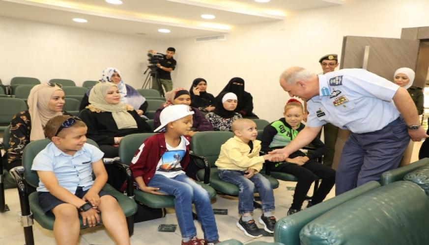 مبادرة حرير المرضى ومرضى السرطان من مستشفى الملكه رانيا العبدالله للأطفال تزور قيادة سلاح الجو الملكي