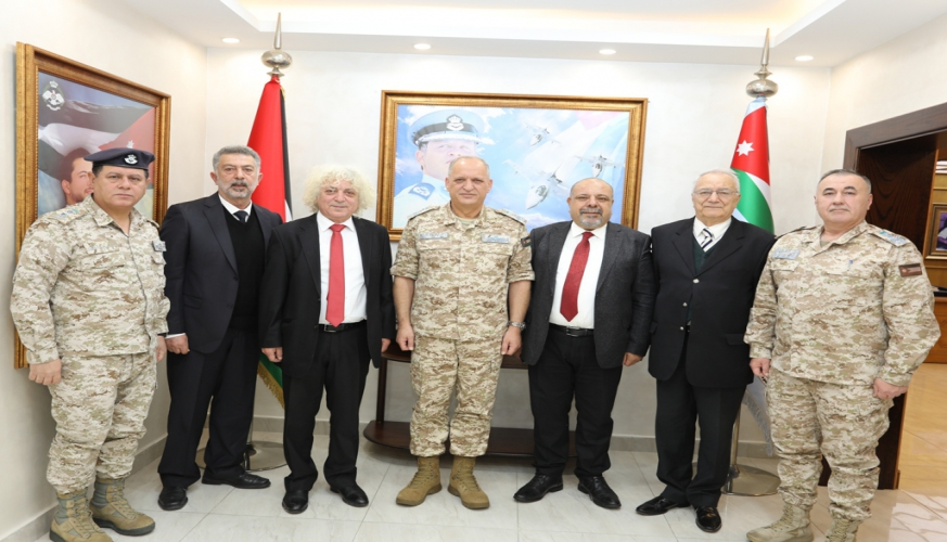 وفد من جامعة كارينا القبرصية يزور قيادة سلاح الجو الملكي