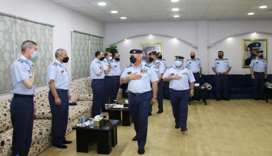 قائد سلاح الجو الملكي يشارك مرتباتها فرحة عيد الفطر