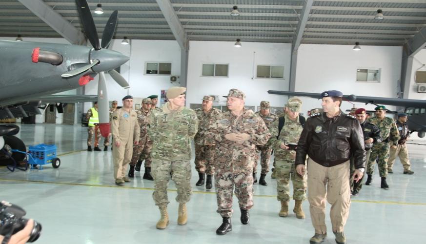 مندوبا عن القائد الأعلى، الأمير فيصل يرعى احتفال تسلم طائرات بلاك هوك