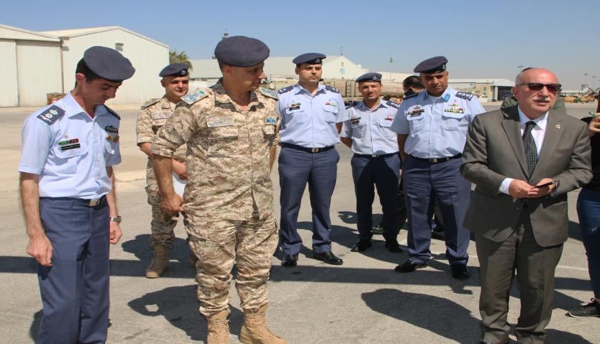 وزير الأشغال العامة والإسكان  يزور مركز الإسعاف الجوي الأردني