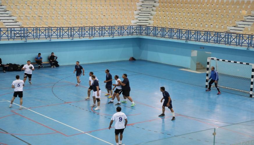فوز فريق مديرية الادارة والقوى البشرية بنهائي بطولة كرة اليد على مستوى السلاح