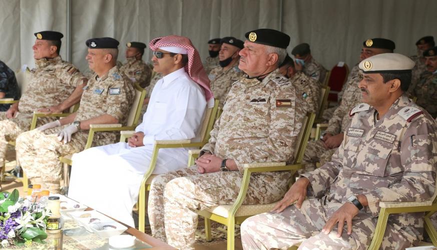 القوات المسلحة تستلم عدد من الآليات العسكرية من الجانب القطري الشقيق