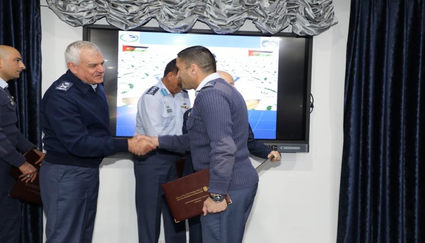 تخريج دورتي إدارة المشاريع الاحترافية الأولى والثانية في قيادة سلاح الجو الملكي