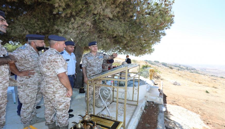 عطوفة قائد السلاح يزور مجموعة الدفاع الجوي الثالثه