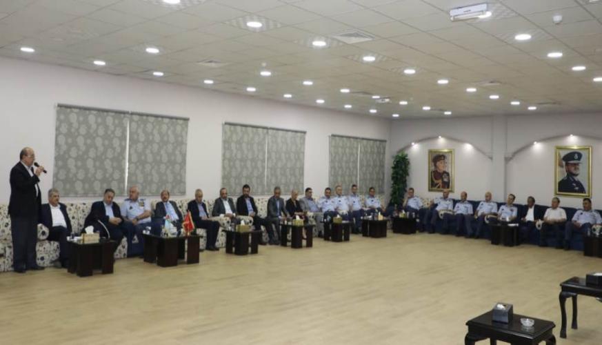 وفد من جماعة عمان لحوارات المستقبل يزور قيادة سلاح الجو الملكي