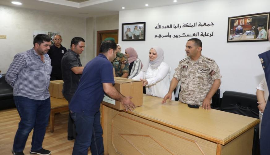 نادي سيدات سلاح الجو الملكي يتبرع بطرود خيرية لجمعية الملكة رانيا العبدالله لرعاية العسكريين وأُسرهم