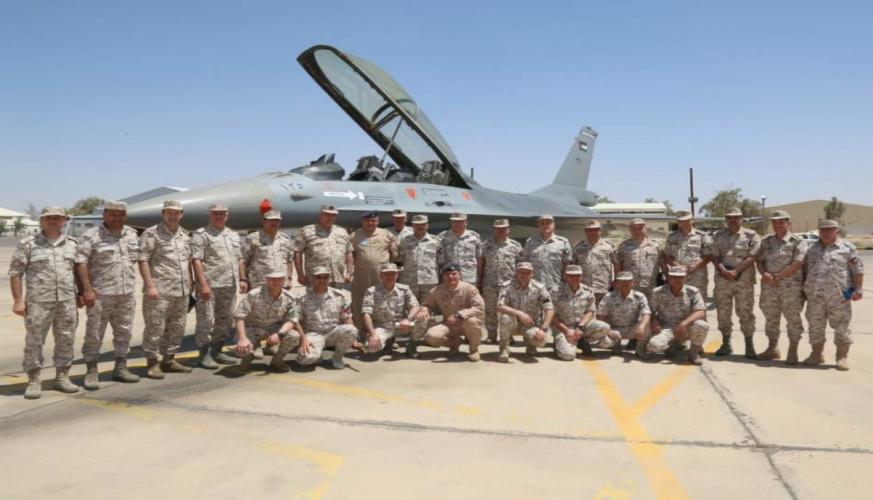 رئيس هيئة الأركان المشتركة يزور قاعدة الشهيد الطيار موفق السلطي