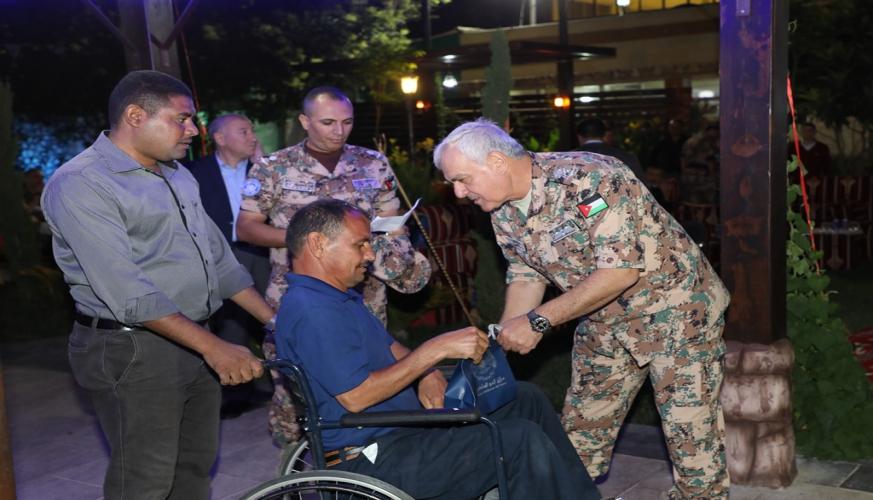 قيادة سلاح الجو الملكي تقيم مادبة افطار للمتقاعدين والمصابين العسكريين وذوي الشهداء
